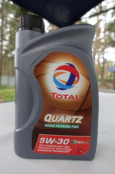 Total Quartz 9000 Future FGC 5W-30 photo1.JPG