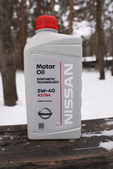 Nissan Motor Oil 5W-40 photo1.JPG
